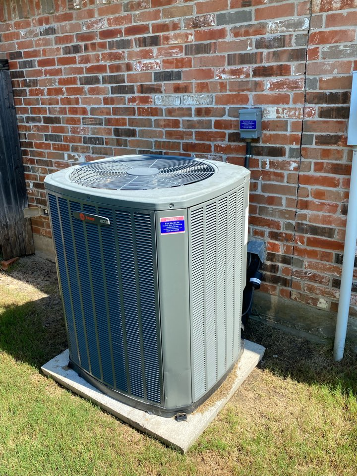 Fort Worth, TX - AC service and repair Fort Worth Texas working on an older Trane air-conditioning system