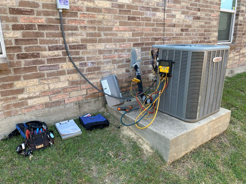 Fort Worth, TX - Emergency air-conditioning repair working on a LENNOX air conditioner had to replace the run capacitor system is running and cooling good now