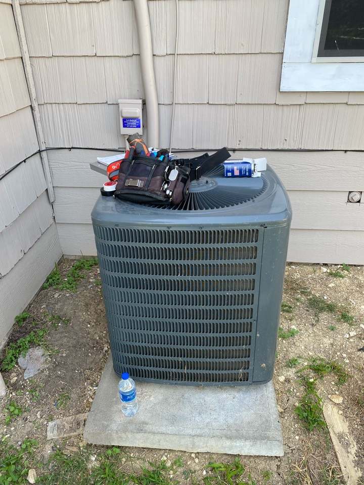 Fort Worth, TX - AC repair in West Fort Worth working on a Goodman air-conditioning system replaced a dual run capacitor