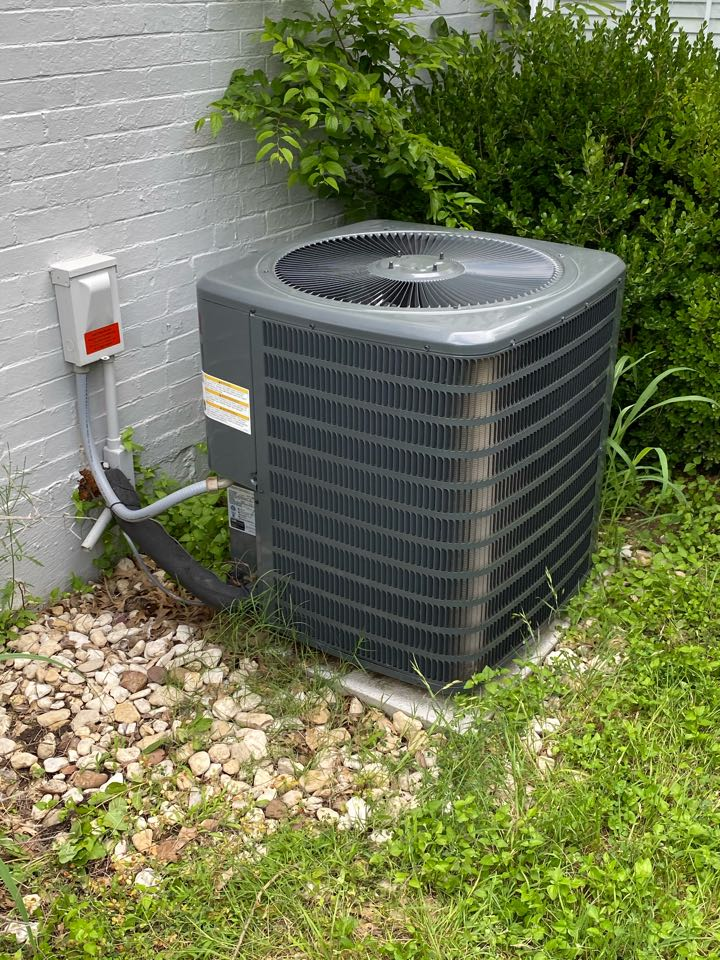 Benbrook, TX - Emergency air conditioning repair on a Sunday morning in Benbrook Texas working on a Goodman air conditioner