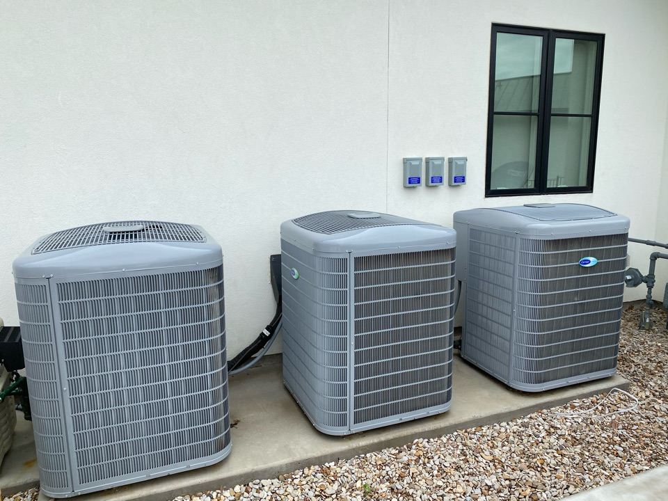 Fort Worth, TX - Heating and air-conditioning repair in north Fort Worth near Beach and basswood Boulevard working on Carrier air conditioners