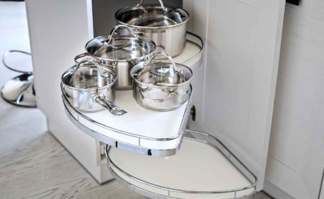 Custom Pantry Destin:  Everybody needs space for the storage of food staples and pantry supplies. Unfortunately, many homes lack proper kitchen storage spaces, so people need to find ways to store their supplies without turning their homes into a warehouse.   Know More Benefits Here: https://alphaclosets.com/custom-kitchen-and-pantry-storage/