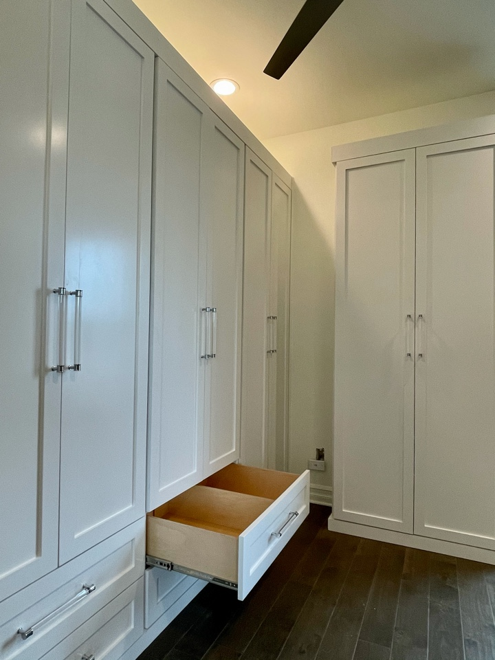 Freestanding hanging with painted shaker style fronts. Divided drawers for organization