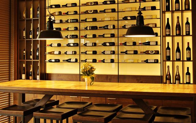 Milton, FL - We carry a range of metal wine racks from single bottle holders to threefold bottle racks.