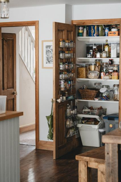 By organizing your supplies, you can keep tabs on what enters your pantry and when, in order for you to schedule the consumption accordingly.