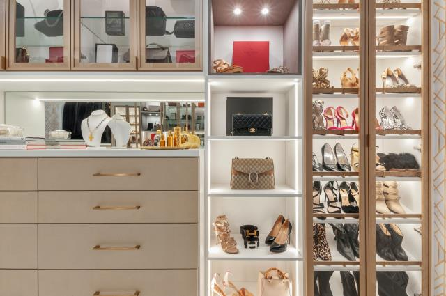 Niceville, FL - You can opt to accessorize your closet in any manner you see fit.