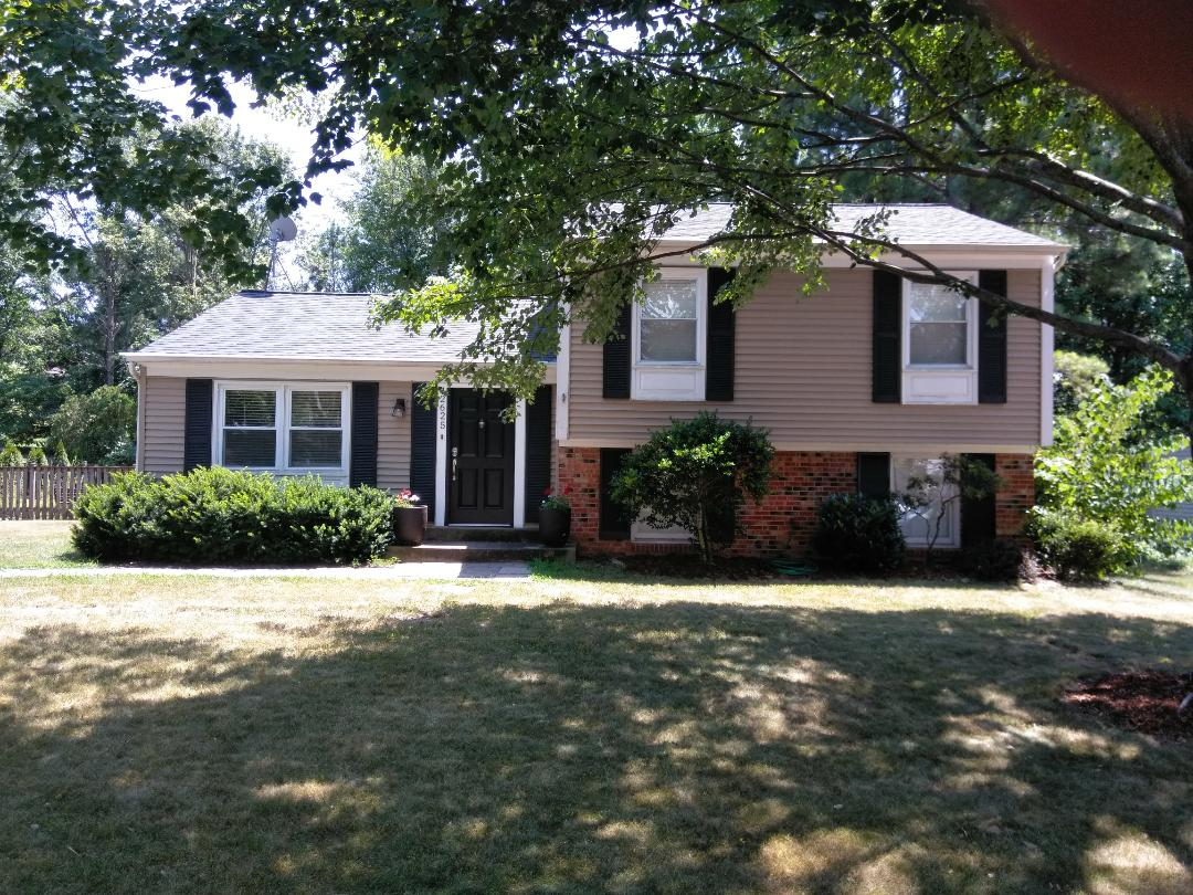 Herndon, VA - High wind and hail caused damage to the homeowners' roof and siding.  We replaced the roof with CertainTeed Landmark shingles. We replaced the siding with Norandex Sagebrush Super Premium vinyl siding.