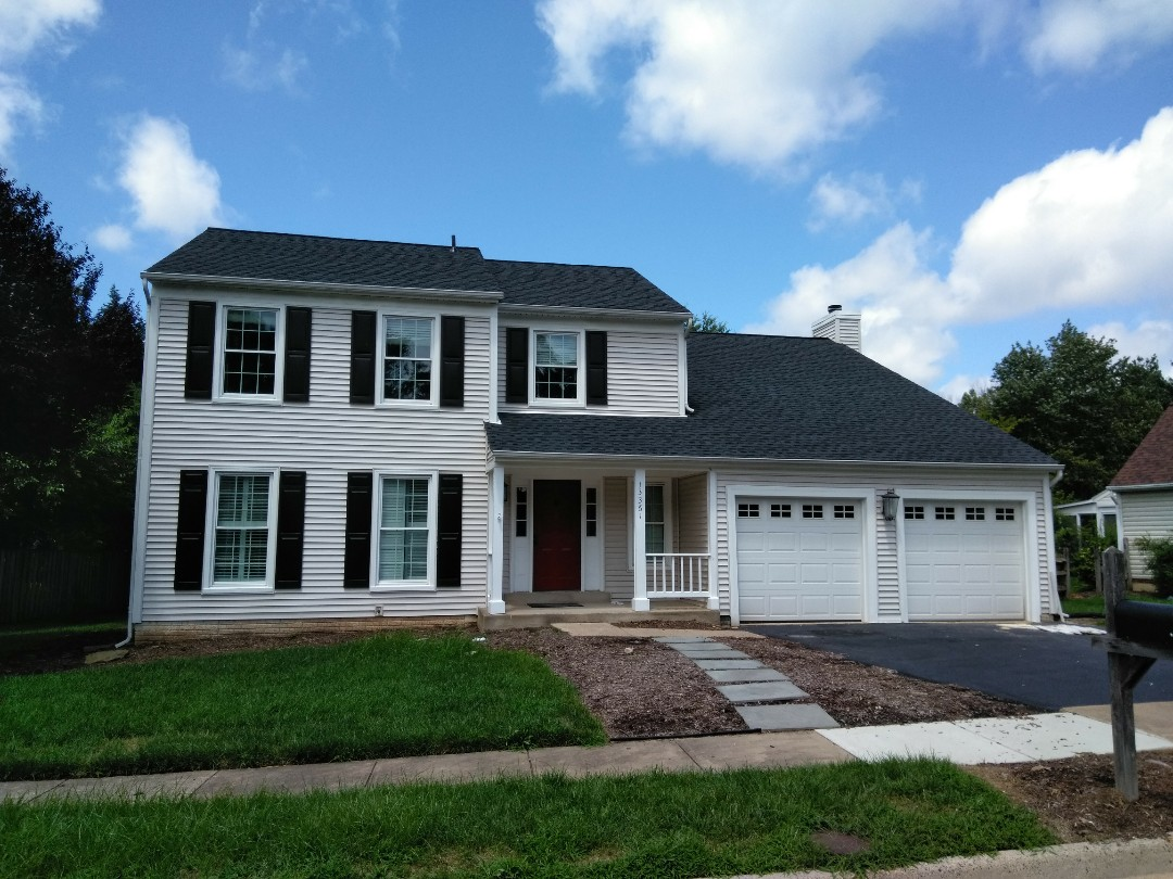 Herndon, VA - Strong winds, large hail, and heavy rain cause damage to the roof's 3-tab shingles and dented the aluminum siding on the home. We replaced the roof with CertainTeed Landmark architectural shingles and we replaced the siding with Norandex Sagebrush .050 Super Premium vinyl siding.