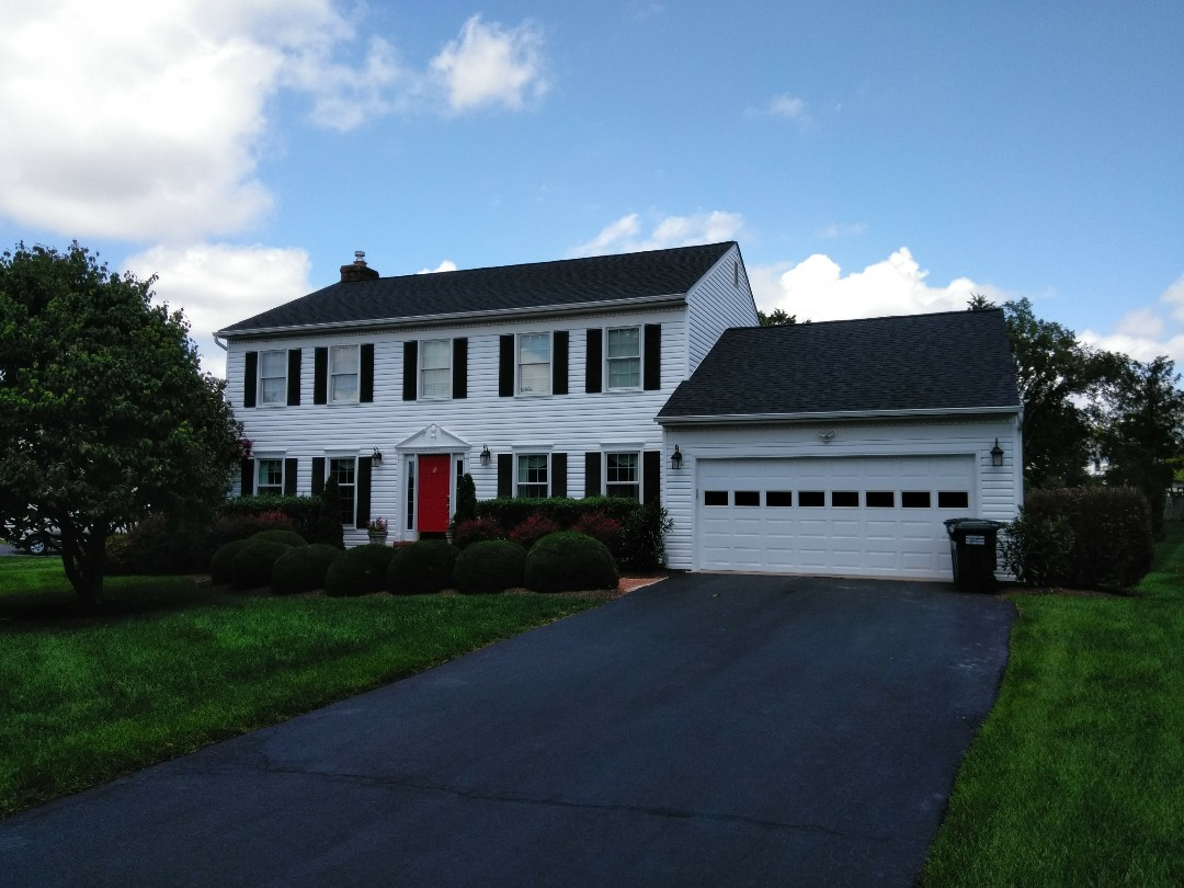Herndon, VA - High wind and large hail damaged the roof's shingles and aluminum siding. We replace the roof with CertainTeed Landmark architectural shingles and we replaced the siding with Norandex Sagebrush .050 Super Premium vinyl siding.