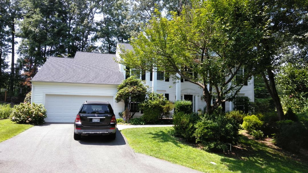 Woodbridge, VA - Strong winds and large hail damaged much of this home's roof and aluminum siding. We replaced the roof with CertainTeed Landmark architectural shingles and we replaced the siding with Norandex Sagebrush Super Premium vinyl siding.