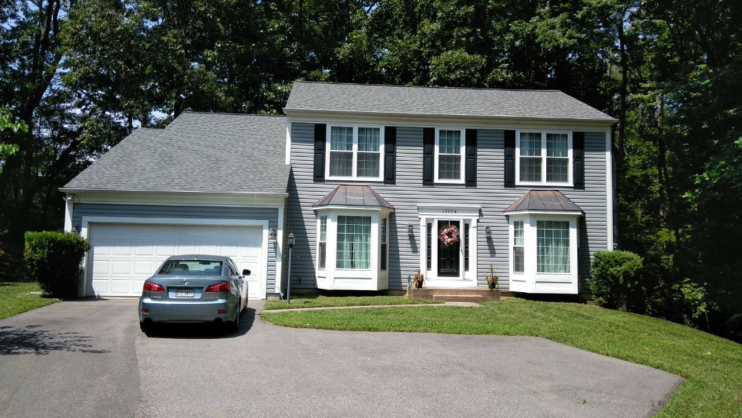 Woodbridge, VA - Severe storms in large hail damaged this home roof and aluminum siding. We replaced the three tab shingled roof with CertainTeed Landmark architectural shingles and we replace the siding with Norandex Sagebrush super premium vinyl siding.