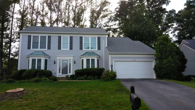 Woodbridge, VA - Strong winds along with large hail and severe storms damaged this home's aluminum siding. We replaced the siding with Norandex Sagebrush Super Premium vinyl siding.