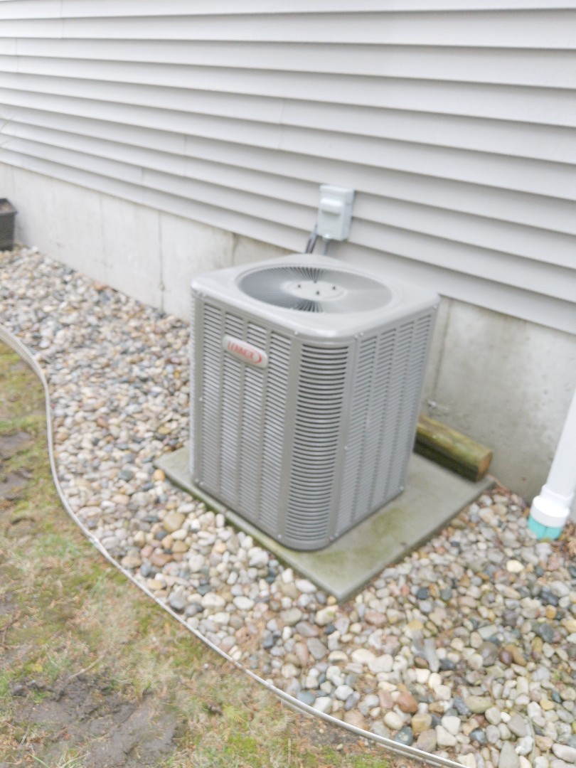 Port Huron, MI - Maintenance tune up on Lennox ac