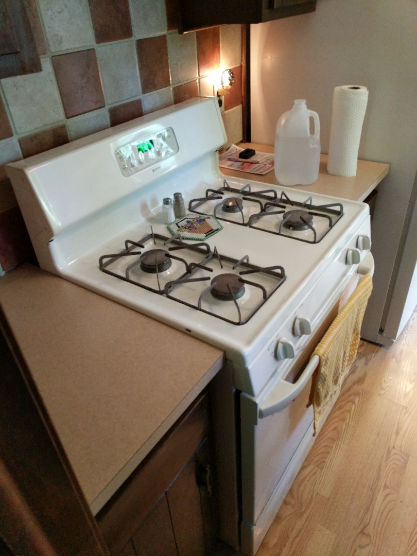 Algonac, MI - Replace gas shut off and flexible gas whip to kitchen stove.
