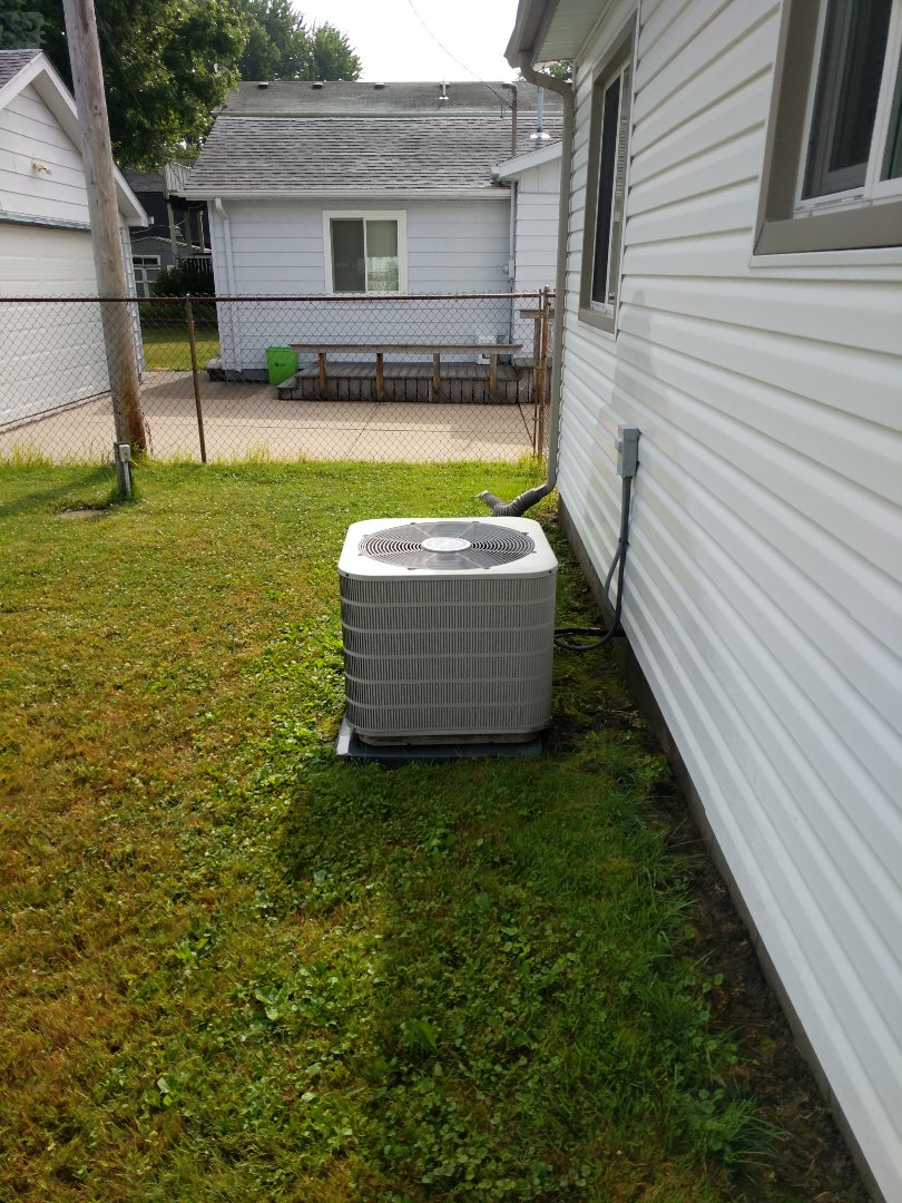 Marine City, MI - Frigidaire AC tune up and filter change.