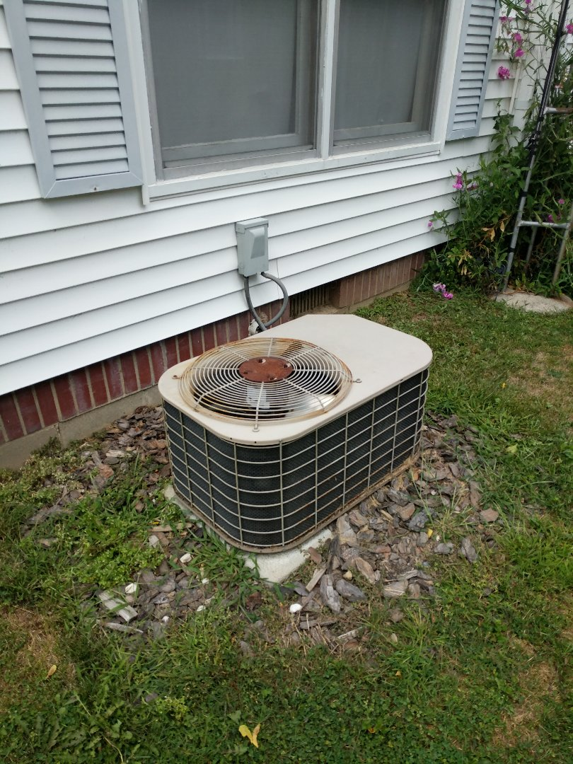 Croswell, MI - Luxaire AC tune up.
