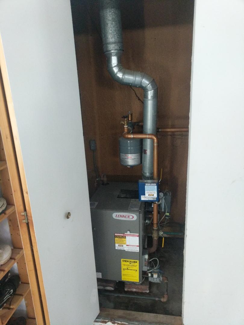 Marine City, MI - Lennox boiler tune up.