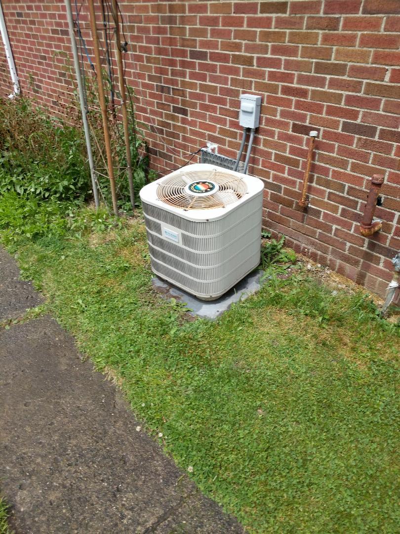 Smiths Creek, MI - Frigidaire AC repair.