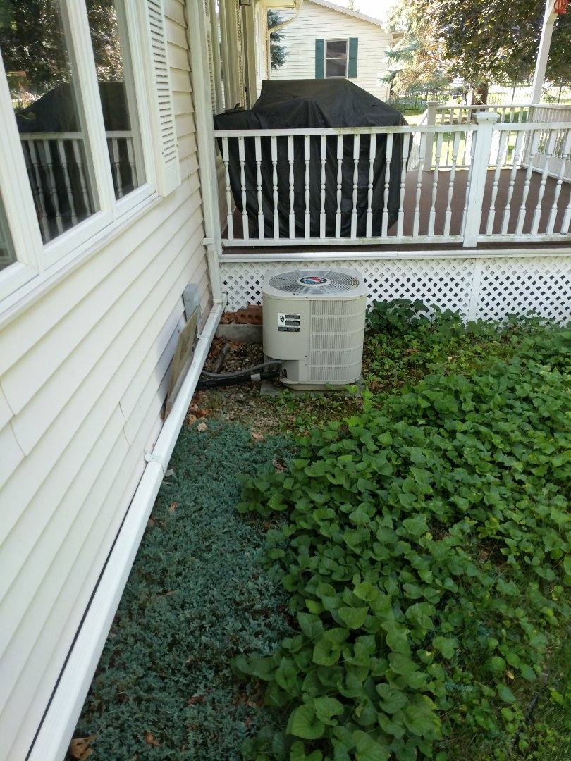 Richmond, MI - Check charge on Frigidaire air conditioner.