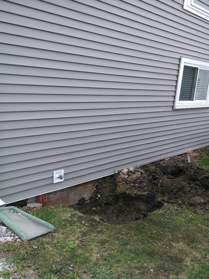 Algonac, MI - plumbing service call.leak under house.