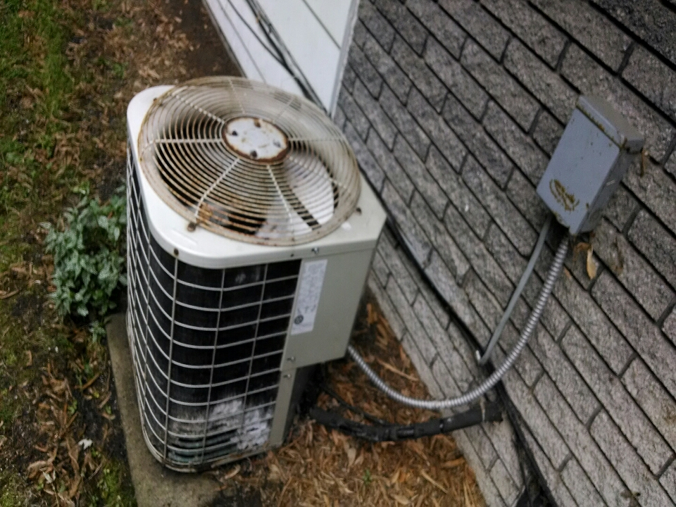 Algonac, MI - air conditioning service call.