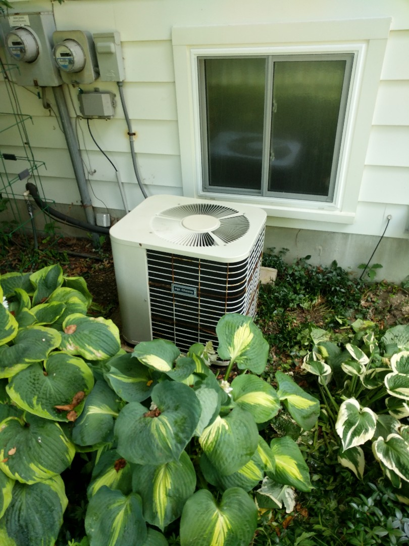 East China, MI - Repair older Bryant air conditioner.