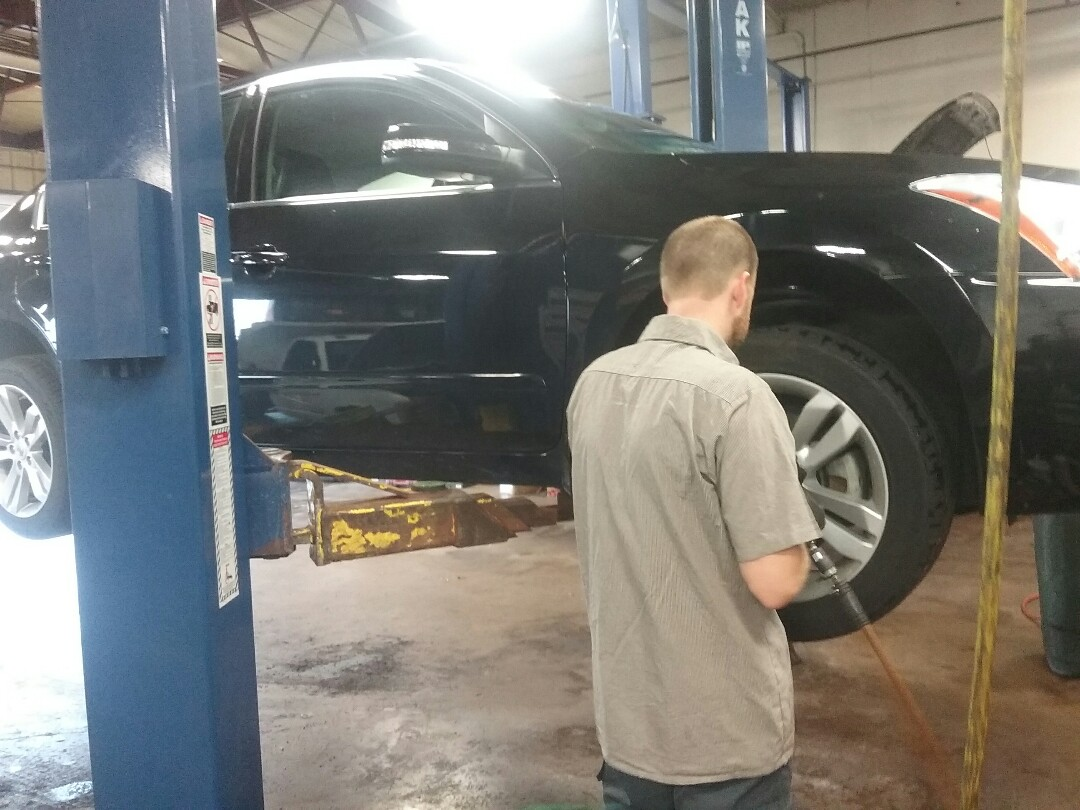 DeKalb, IL - 2012 Nissan Altima- synthetic blend oil change & 42 point safety inspection & tire rotation