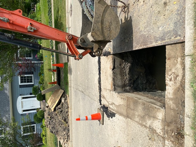Glencoe, IL - Emergency water main leak repair to house in Glencoe. Customer had to replace entire lead line with copper.