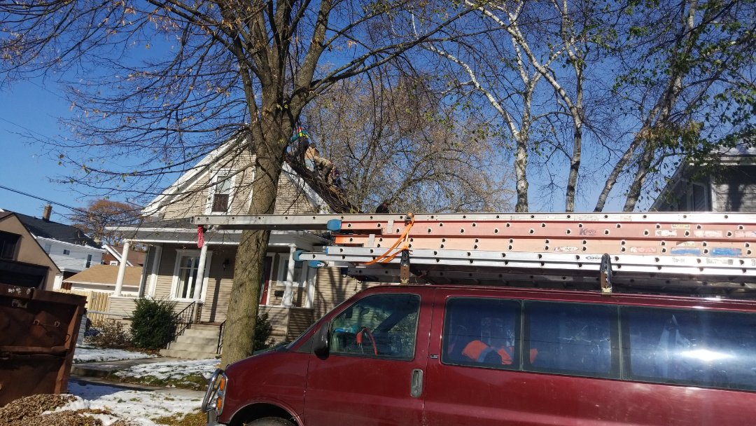 Sheboygan, WI - Tear off and shingle roof  Install new plywood , ice and water shield, synthetic underlayment and also new Atlas Pinnacle Black Shadow shingles   Scotchgard ,Algae resistant shingles   HP 42   Pinnacle pristine  Re deck  Remove and replace shingles   Asphalt shingle install