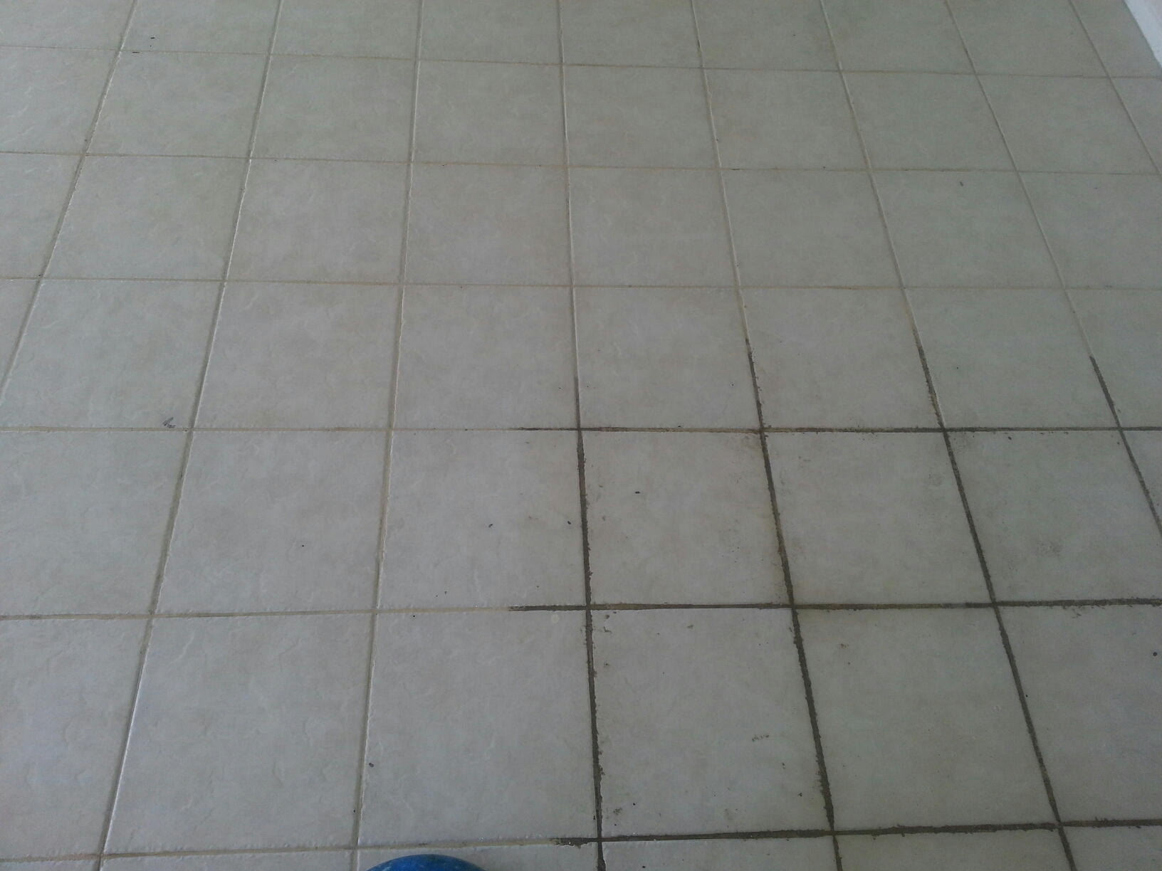 Hollywood, FL - Tile and grout cleaning