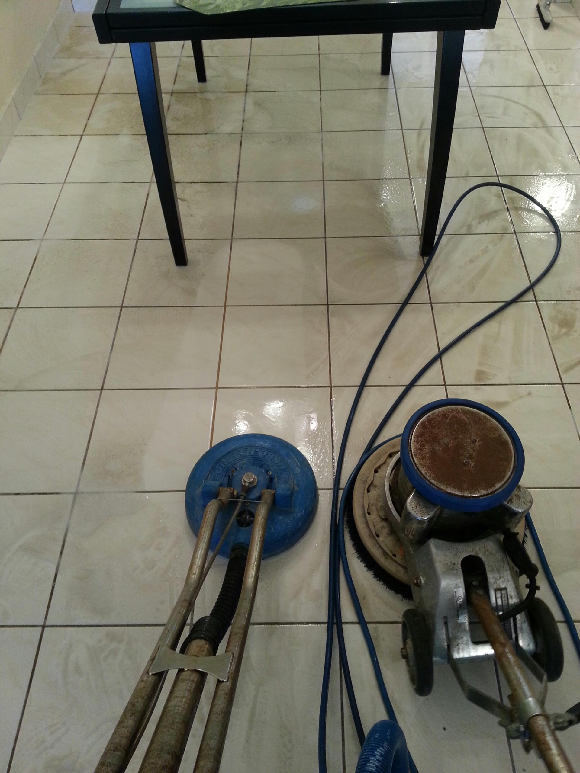 Hollywood, FL - Tile & grout cleaning with power scrubber