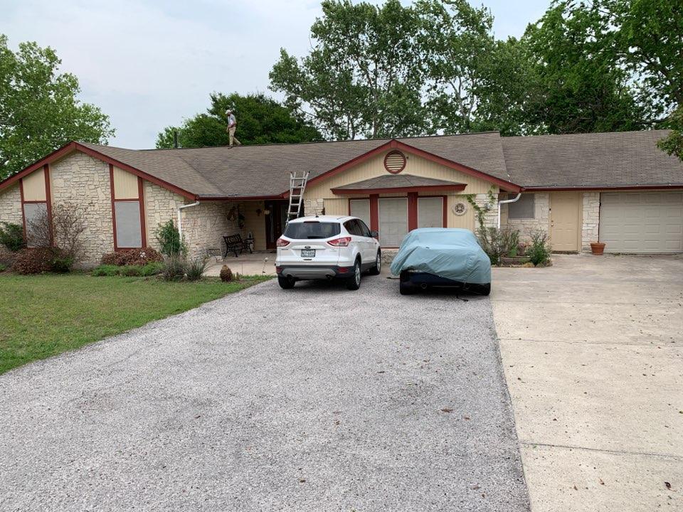 Round Rock, TX - Insurance adjuster meeting for hail damage