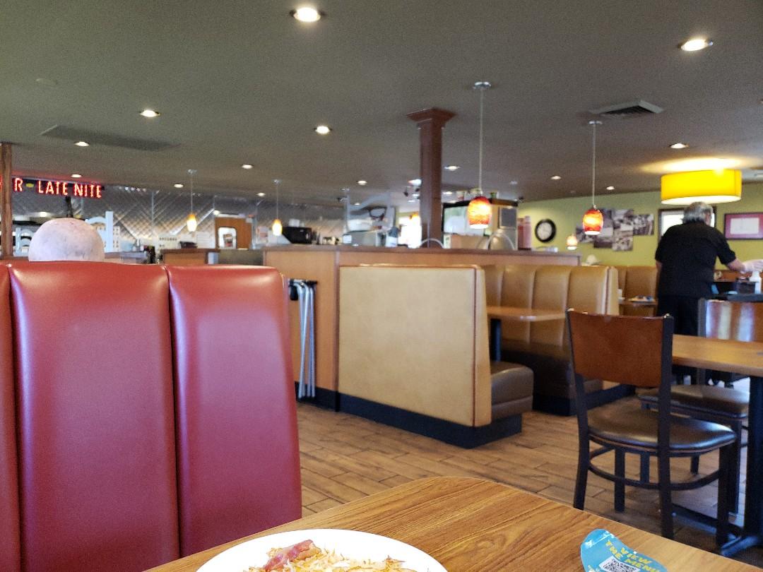 Cottonwood Heights, UT - Talking over breakfast with propective buyers