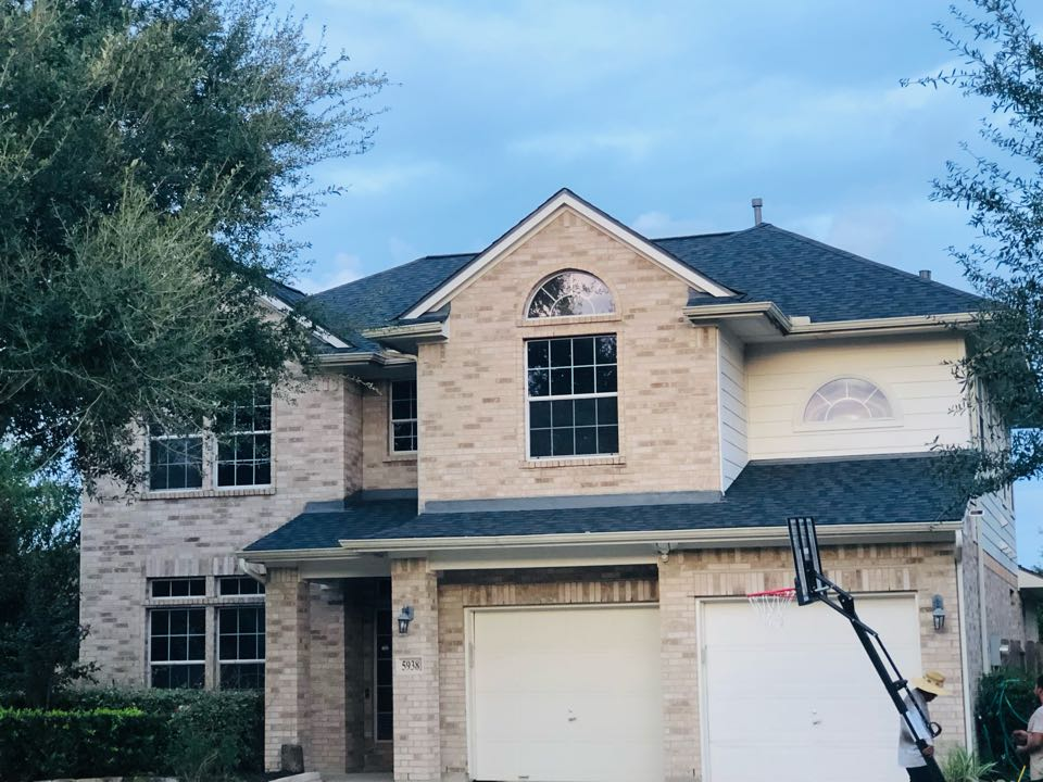 Missouri City, TX - Homeowner was impressed by the work we were doing in the neighborhood. One call to Veedone and he has a new roof.