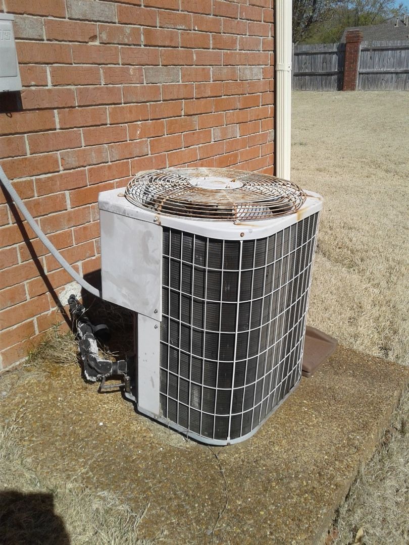 Arlington, TN - Service call on Carrier air conditioning system