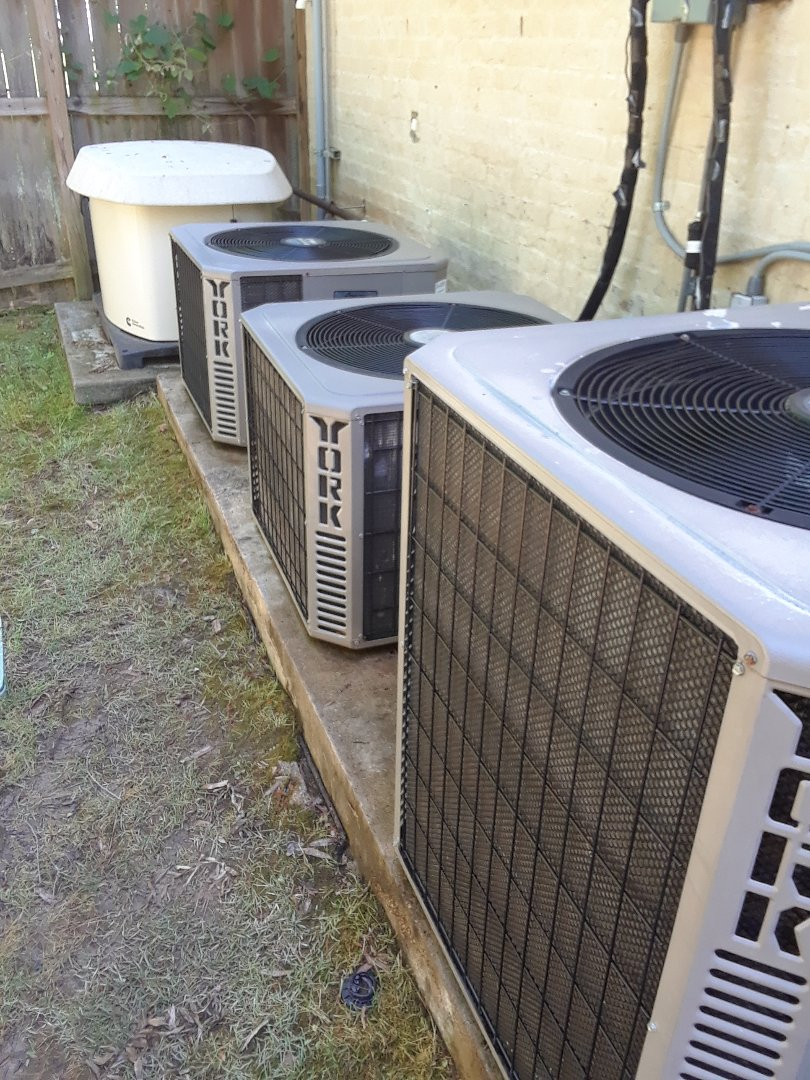 Memphis, TN - AC TUNE UP ON FOUR YORK SYSTEMS AND ONE AMANA SYSTEM, UNDER MEMBERSHIP.