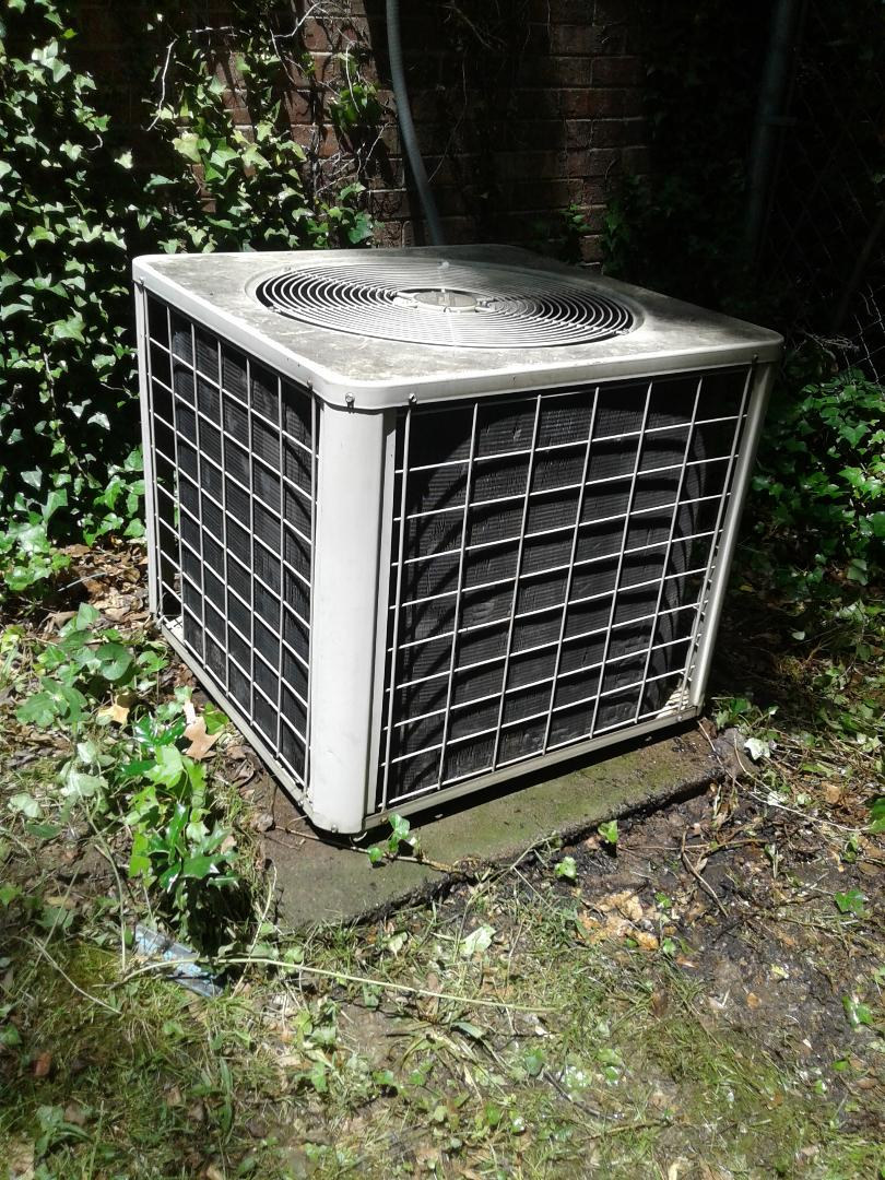 Collierville, TN - Service call in repair on Comfortmaker air conditioner