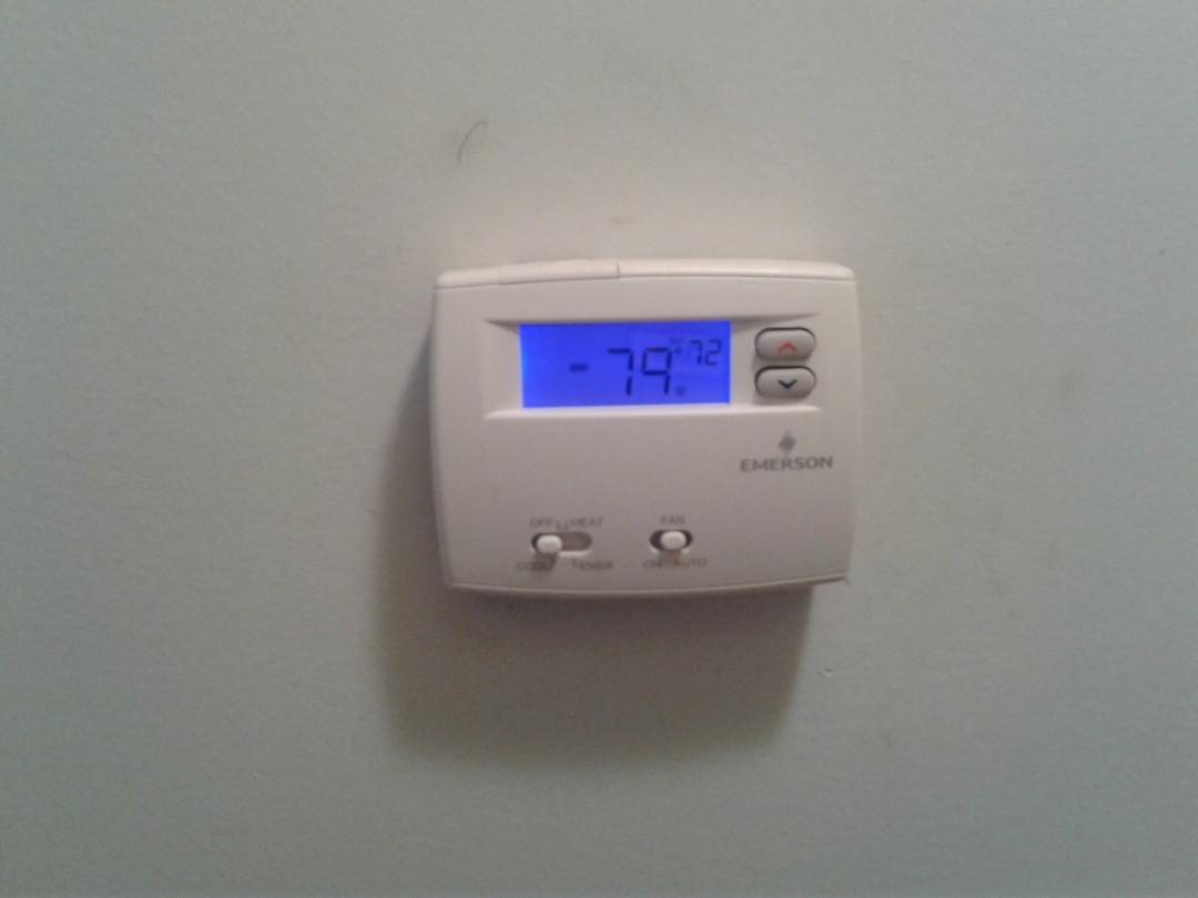 Memphis, TN - Replacing defective thermostat.