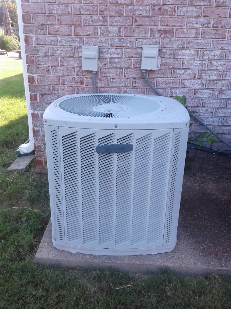 Collierville, TN - Service call in repair on Trane air conditioner