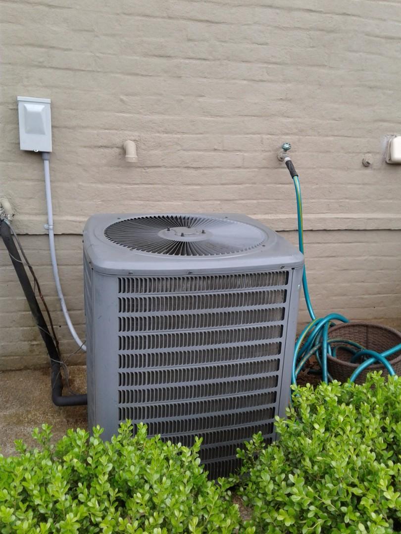 Collierville, TN - Freon leak repair on Amana condenser.