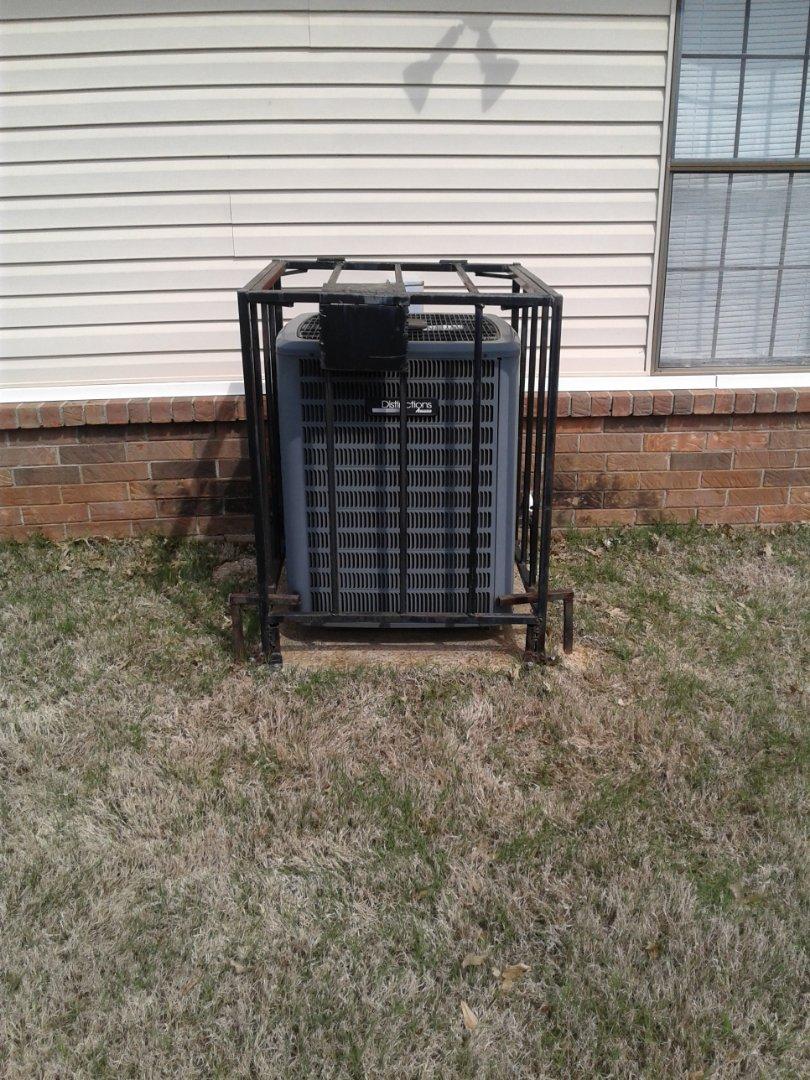 Memphis, TN - Service and repair on an Amana condenser.