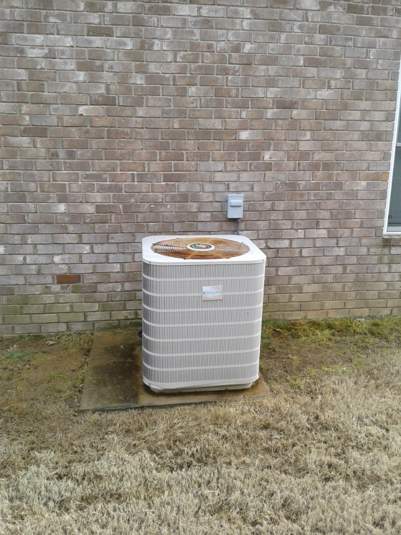 Southaven, MS - Service and repair on a Tempstar condenser.