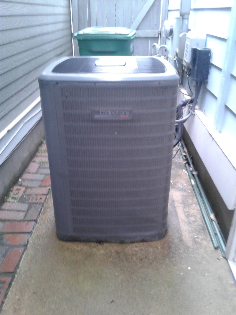 Collierville, TN - Ac tune up and safety inspection on an Amana condenser m