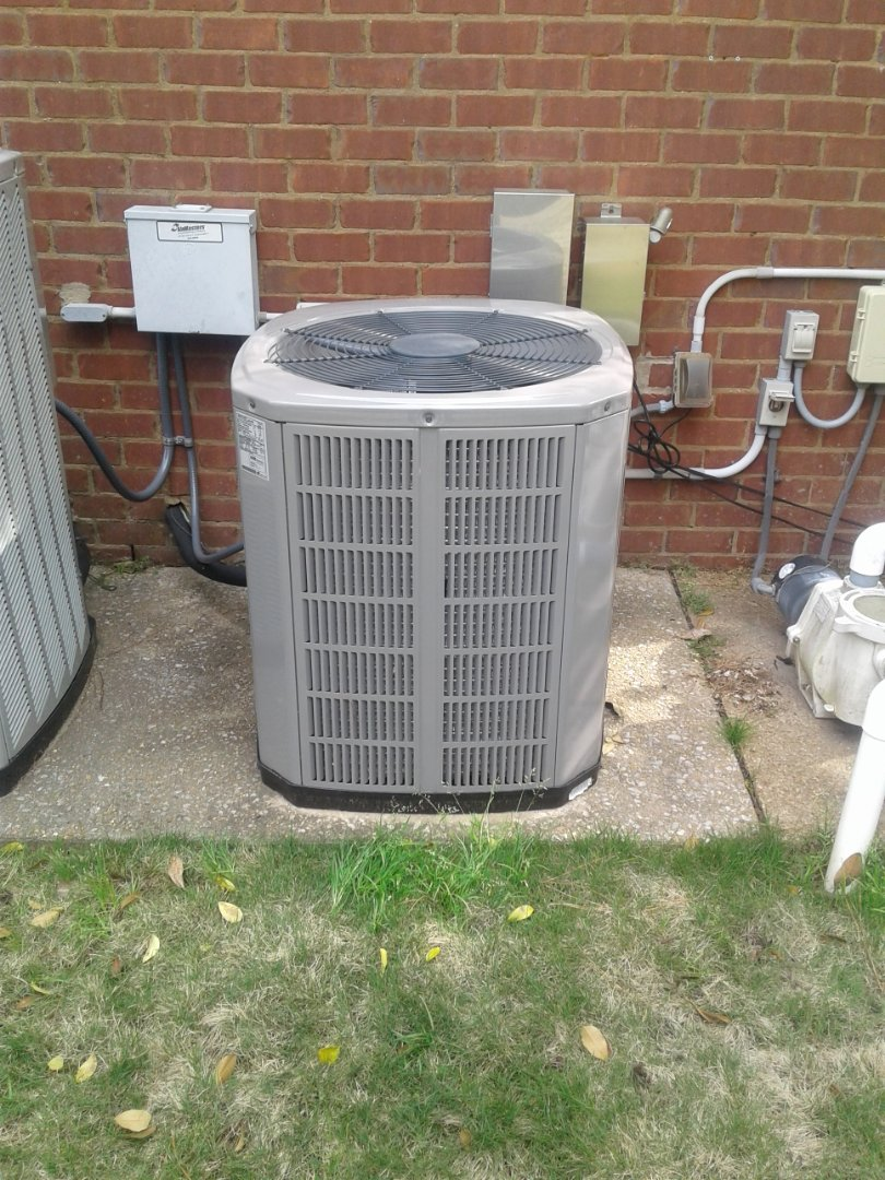 Collierville, TN - Service and inspection on an American Standard condenser.
