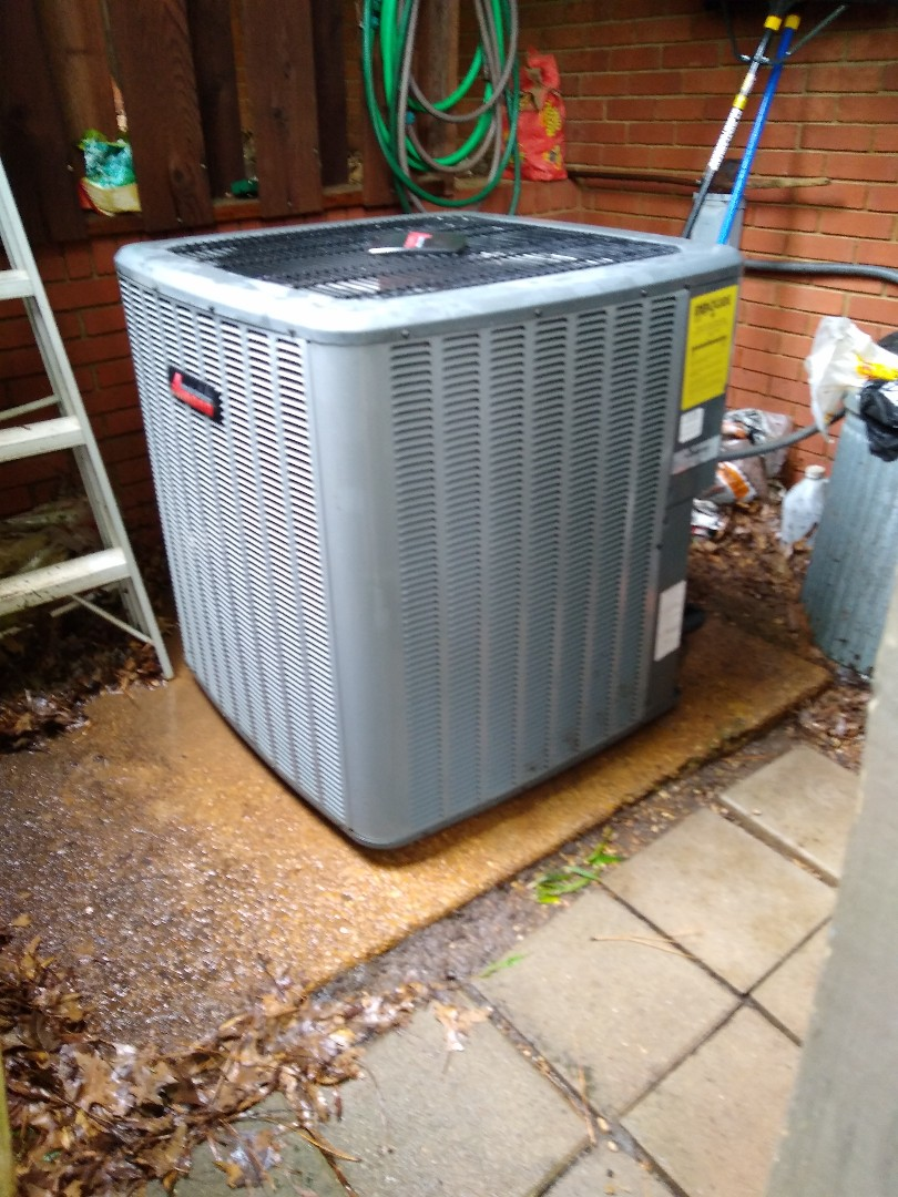 Memphis, TN - Leak search and tune up on Amana ac system