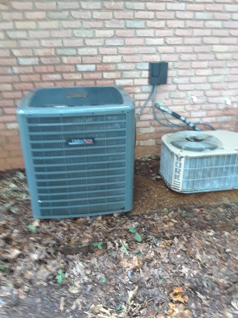 Lakeland, TN - AC TUNE UP ON AMANA SYSTEM AND A YORK SYSTEM,  UNDER MEMBERSHIP.