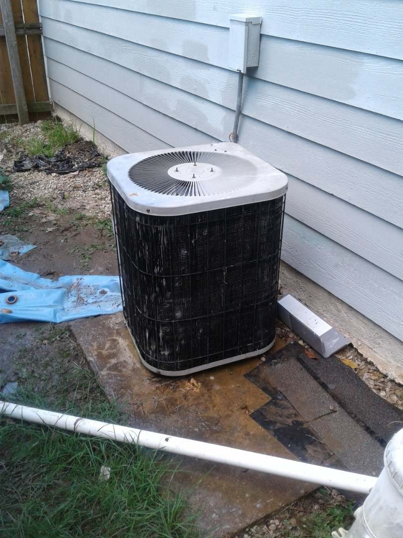 Millington, TN - Replacing condenser fan motor