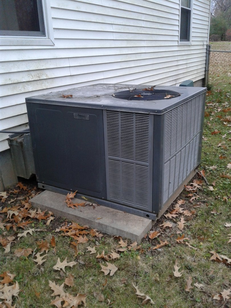 Collierville, TN - Tune-up on Goodman package unit