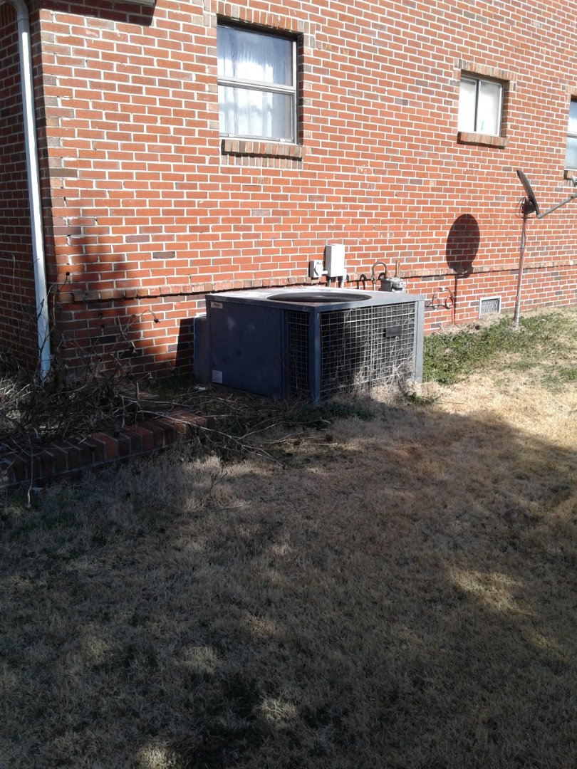 Millington, TN - Service and repair on package unit.