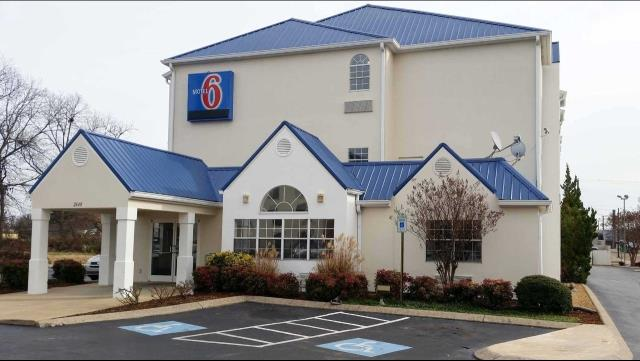 Chattanooga, TN - Motel 6 - Roof Replacement - Commercial